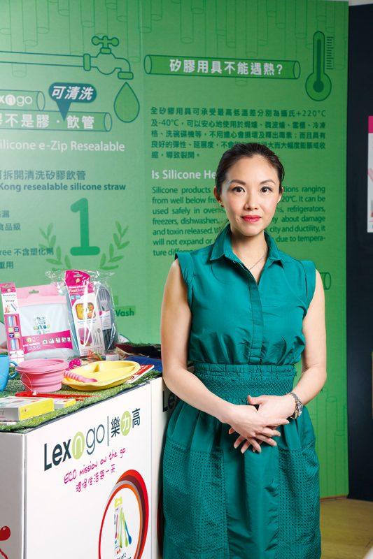 王詠儀說,自家研發開合式矽膠飲管,方便清洗。